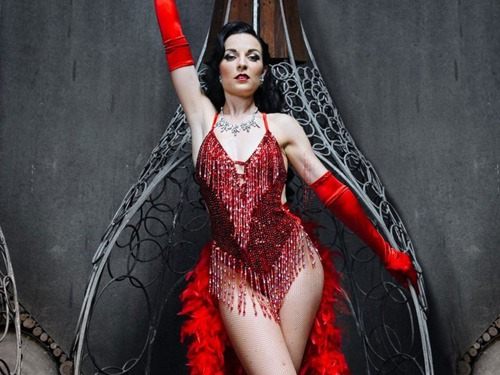 Burlesque Showgirl for hire